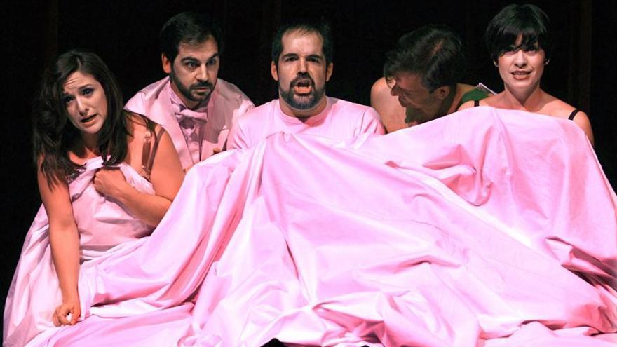 Un momento de la representación de 'La ópera de cuatro notas'.
