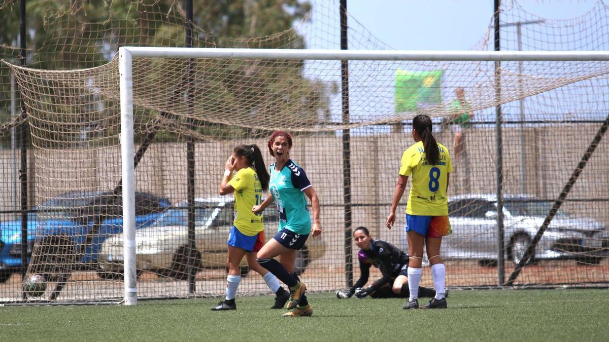 Astrid celebra su gol frente al Juan Grande