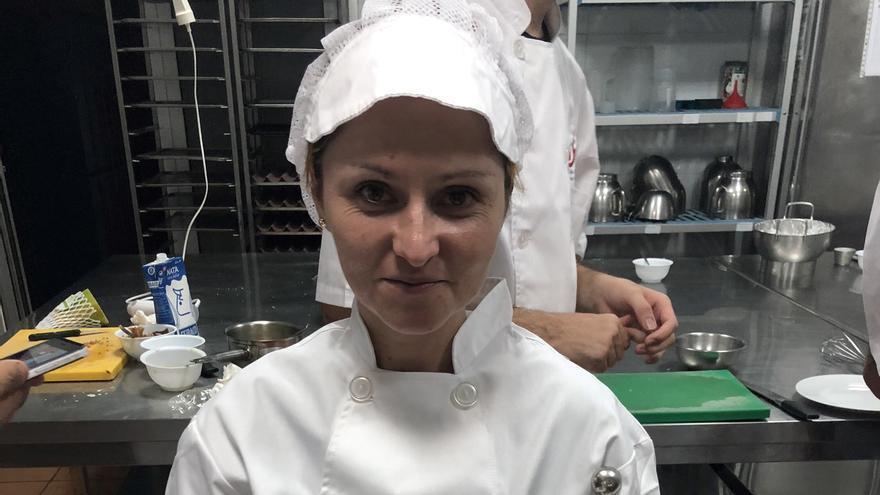 Beatriz Montesdeoca, con su plato 'La perla de papaya'