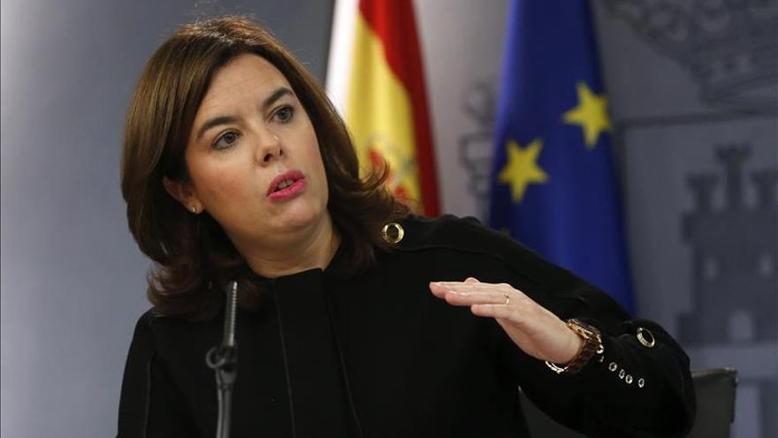 """S.Santamaría no ve bien a Sánchez por ser """"rehén"""" de sus acuerdos con Podemos"""