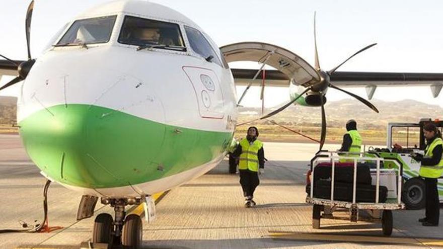 Operativa de un avión de Binter, en Canarias