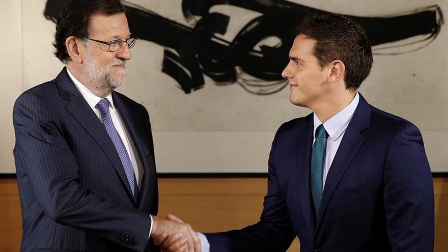 """Rivera y Rajoy abren una """"línea directa"""" para el techo de gasto y presupuesto"""
