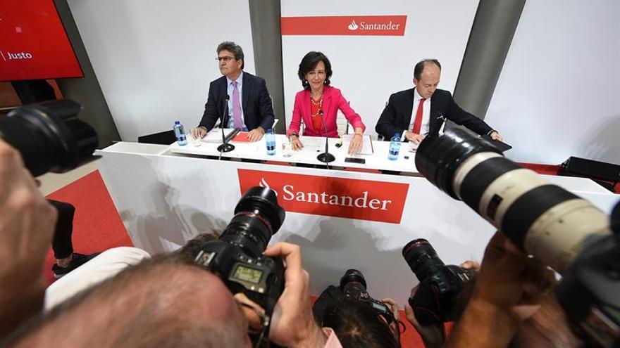 Ana Patricia Botín, presidenta de Banco Santander, en la rueda de prensa de la operación de compra de Popular.