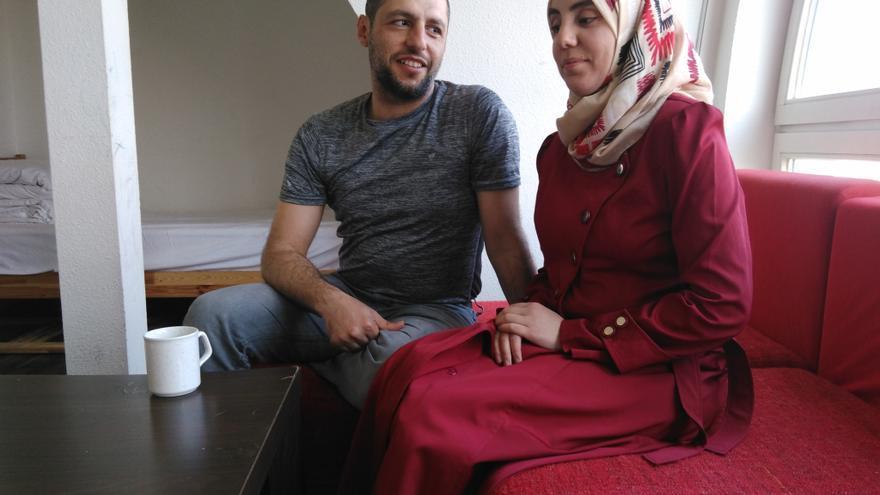 Malek y Rajaa Turani, refugiados sirios que viven en Berlín desde hace ocho meses y no tienen alojamiento aún