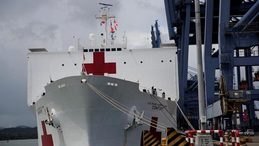 El buque hospital USNS Comfort atraca en Panamá para dirigirse a Colombia
