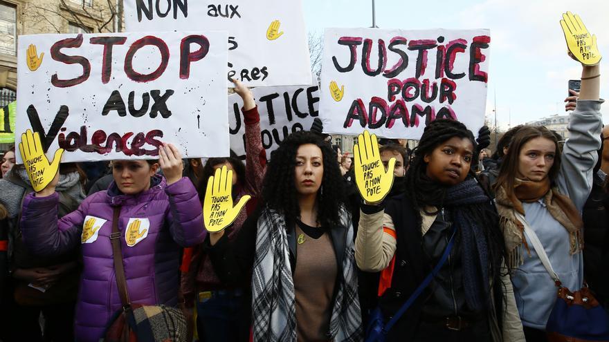 Manifestación contra la violencia policial en París el 18 de febrero.