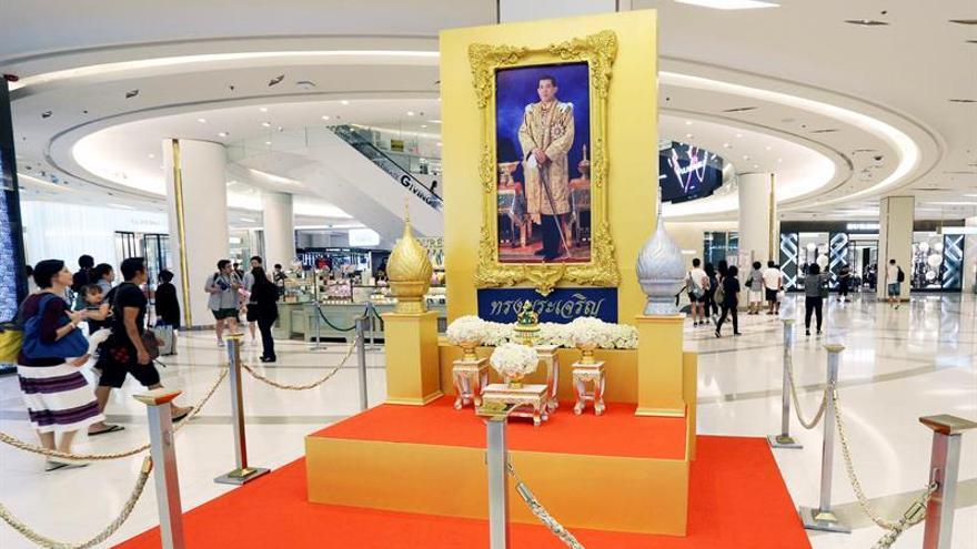 El rey Vajiralongkorn de Tailandia renueva el Consejo Privado del Trono