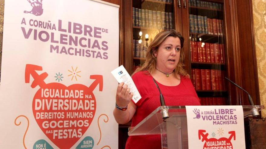 Rocío Fraga, presentando la campaña contra las violencias machistas en las fiestas de A Coruña
