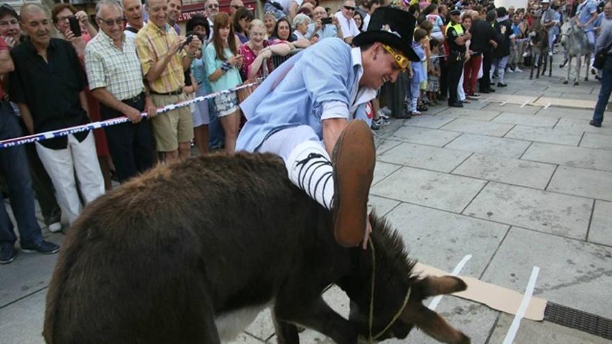 """PSE de Vitoria quiere que la carrera de burros de Santiago que se celebra este sábado """"sea la última"""""""