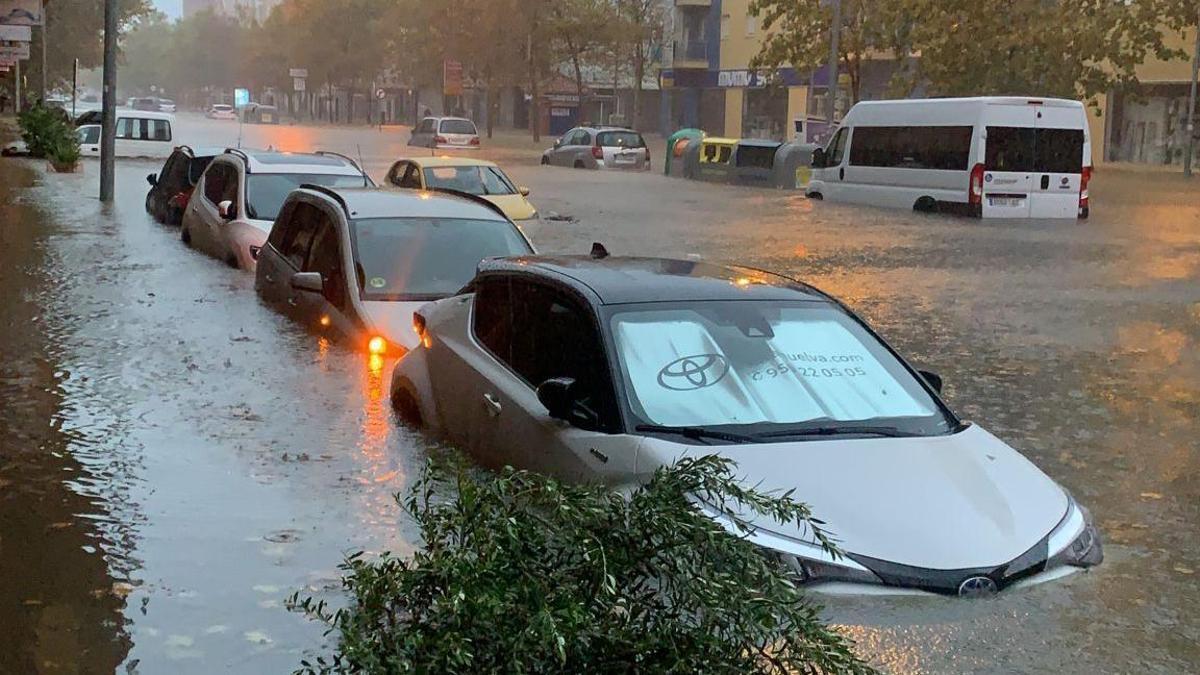 Isla Cristina durante la tromba de agua que ha caído este jueves