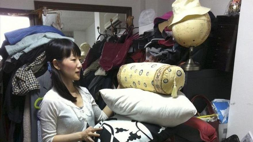 Marie kondo la japonesa que pone orden en las casas de medio mundo - Libro orden japonesa ...