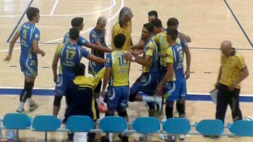 La plantilla del Club Voleibol 7 Islas Vecindario ACE Gran Canaria. (cv7islas.net).