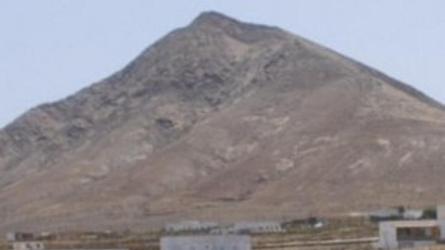 Tebeto, la montaña de la discordia. (CANARIAS AHORA)