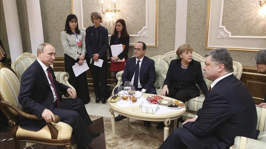 """Hollande, Merkel, Putin y Poroshenko piden aplicar la tregua """"sin excepción"""""""