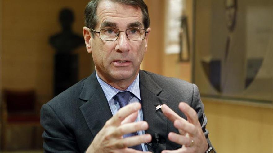 El embajador de EEUU anima al Gobierno a ser enérgico y rápido ante la corrupción