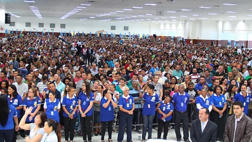 Las megaiglesias evangélicas brasileñas siguen dando misa para 10.000 personas: «El antídoto del virus es la fe»
