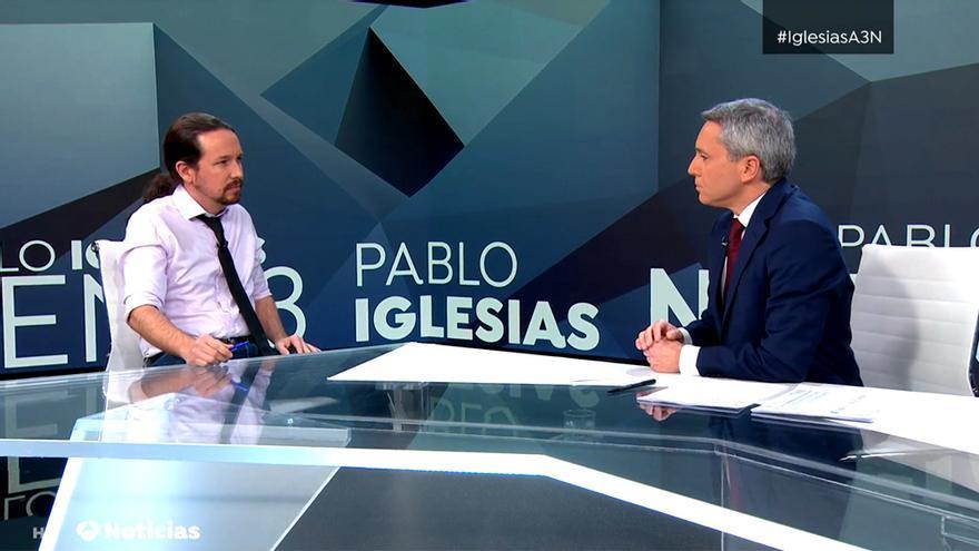 Pablo Iglesias y Vicente Vallés, en el plató de Antena 3 Noticias