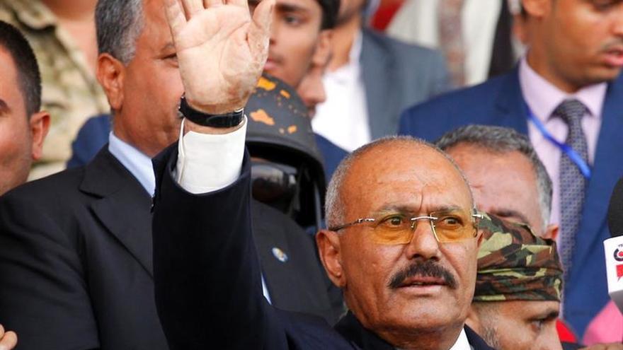 La familia del asesinado expresidente yemení abandona Saná hacia el sur del país