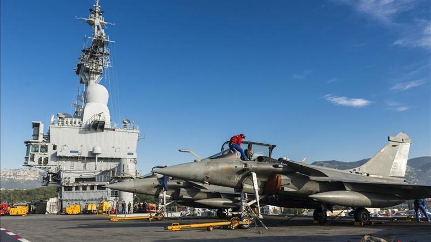 Francia lanza su primera misión desde el portaaviones Charles de Gaulle sobre Siria e Irak