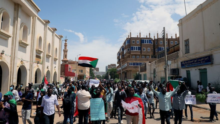 Un año tras la Constitución transitoria, sudaneses exigen completar reformas