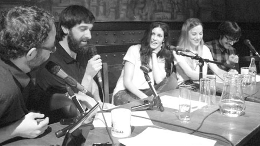 Nerea Barros durante la grabación de 'Lo de las noticias'