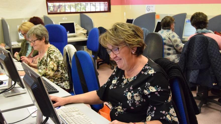 Personas mayores de 55 se han formado en municipios como Villanueva de Alcardete (Toledo)