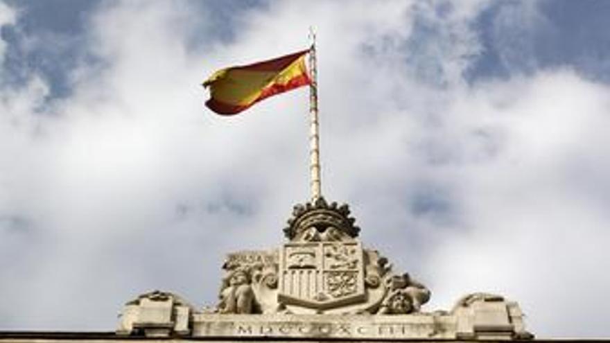 Recurso de la bandera española en el edificio de la Bolsa