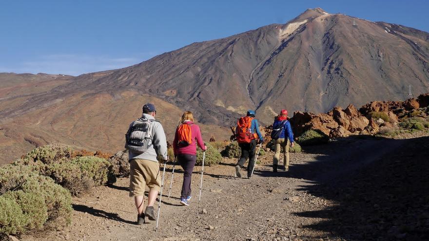 Senderistas en el Parque Nacional de El Teide. Simon Turkas