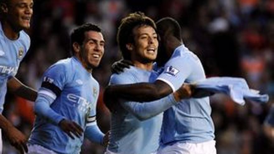David Silva celebra su gol ante el Blackpool. (REUTERS)