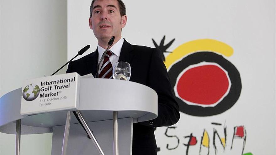El presidente del Gobierno de Canarias, Fernando Clavijo, durante su intervención en la inauguración de la Feria Internacional Golf Travel Market. (Efe/Cristóbal García).