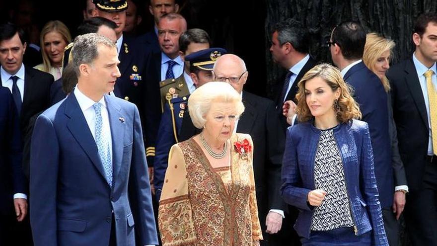 Los Reyes ofrecen un almuerzo a la princesa Beatriz con don Juan Carlos y doña Sofía