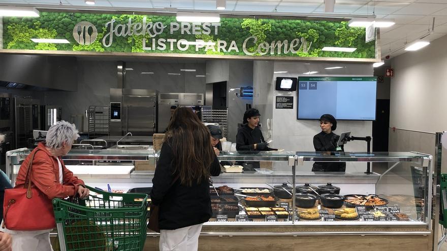 Mercadona inaugura su nuevo modelo de tienda eficiente en la calle Simón de Anda, en Vitoria, tras invertir 1,9 millones