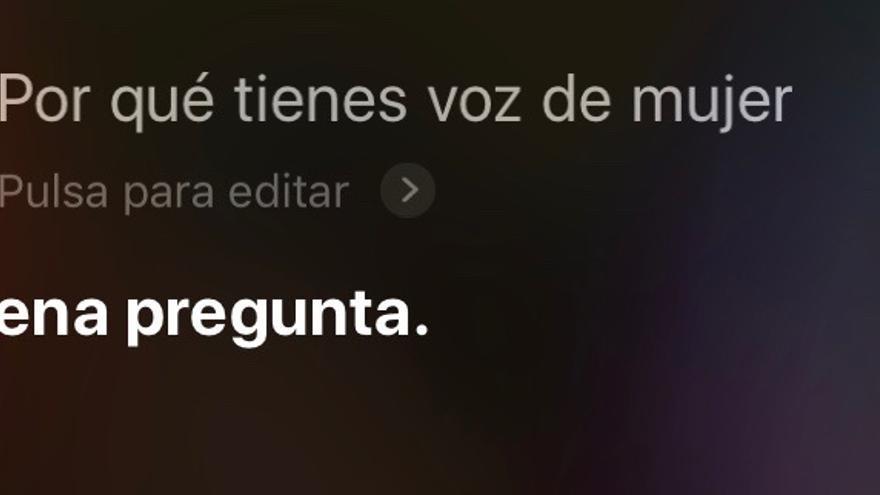 Esta es una de las diversas respuestas que ofrece Siri al preguntar por qué tiene voz femenina.