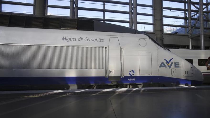 Facua denuncia caos en la web de Renfe para la oferta del aniversario del AVE