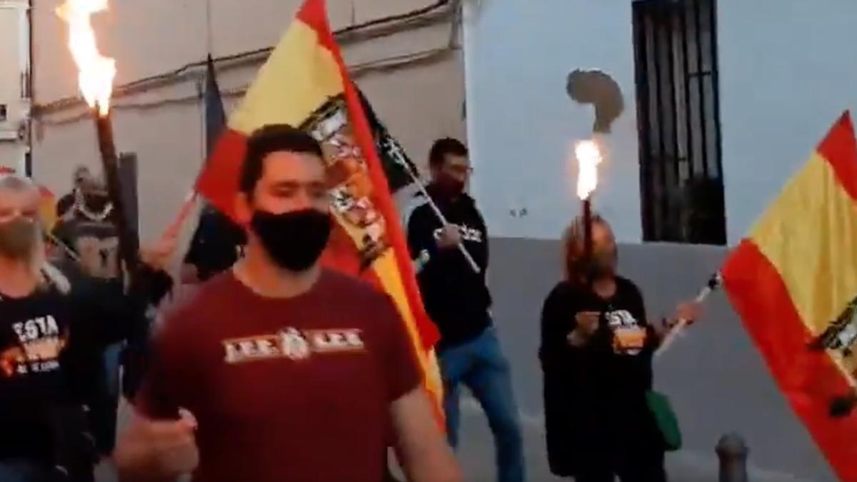 Banderas franquistas en la manifestación del pasado 12 de octubre en el barrio de Benimaclet.