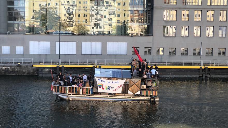 Manifestantes en Berlín en contra del racismo