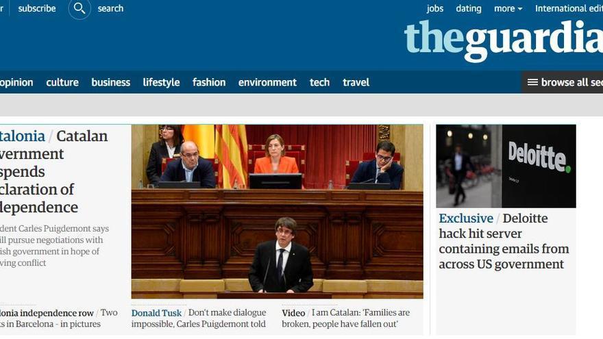 Portada de la portada de The Guardian sobre el frenazo de Puigdemont a la independencia