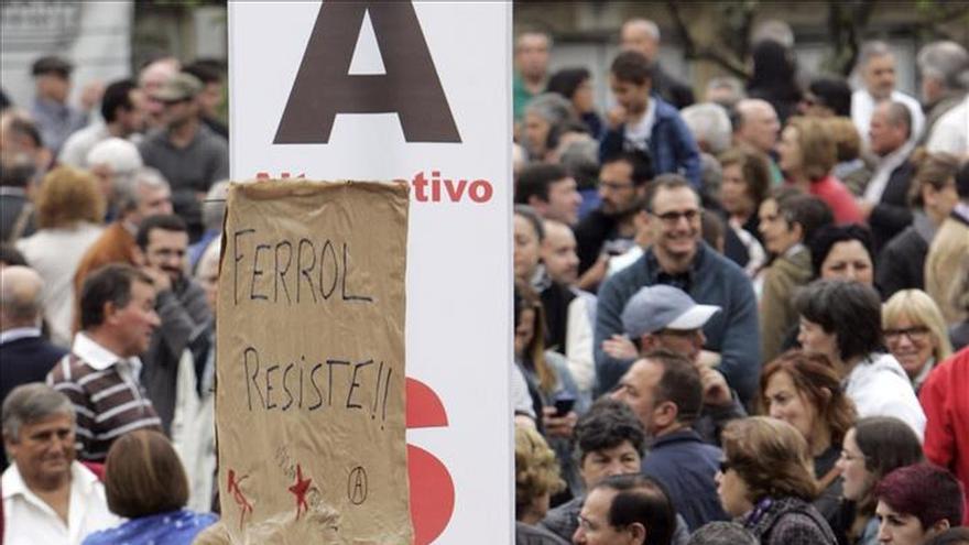 Miles de personas exigen en Ferrol trabajo y dique más allá de promesas