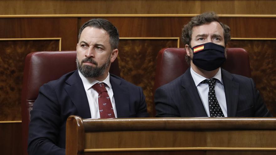 El portavoz del VOX en el Parlamento, Iván Espinosa de los Monteros y el presidente del partido, Santiago Abascal
