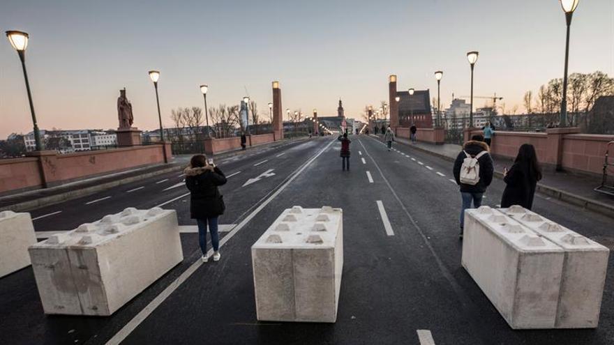 Berlín empieza a festejar el cambio de año entre fuertes medidas de seguridad