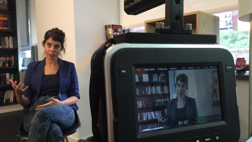 La autora de 'Madres arrepentidas', Orna Donath, durante el rodaje de su intervención en M-otherhood.