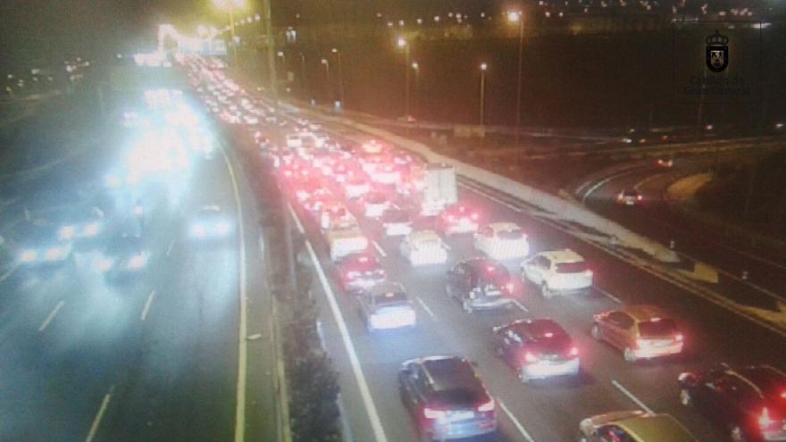 Un accidente de cinco vehículos provoca retenciones en la circunvalación de Las Palmas de Gran Canaria.