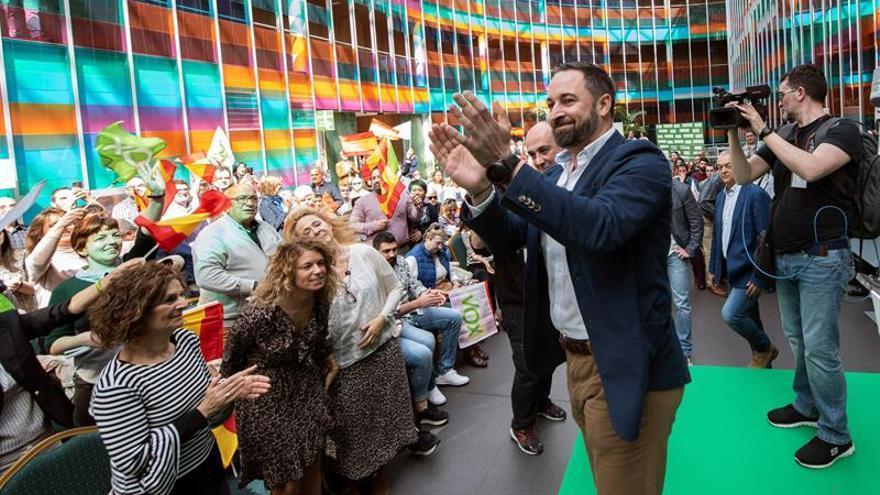 """Abascal acusa al PP de """"traidor a la patria"""" y de """"arrodillarse"""" ante Otegi"""