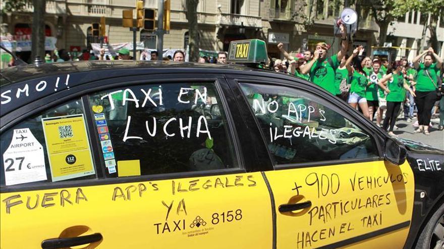 Taxistas de Barcelona desconvocan la huelga prevista para el 7 de noviembre