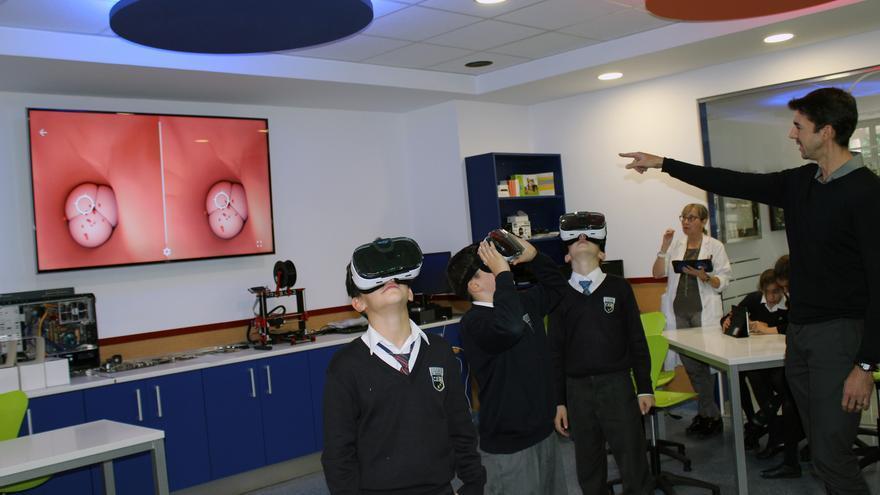 Un grupo de alumnos en una de las clases con realidad virtual del European Valley