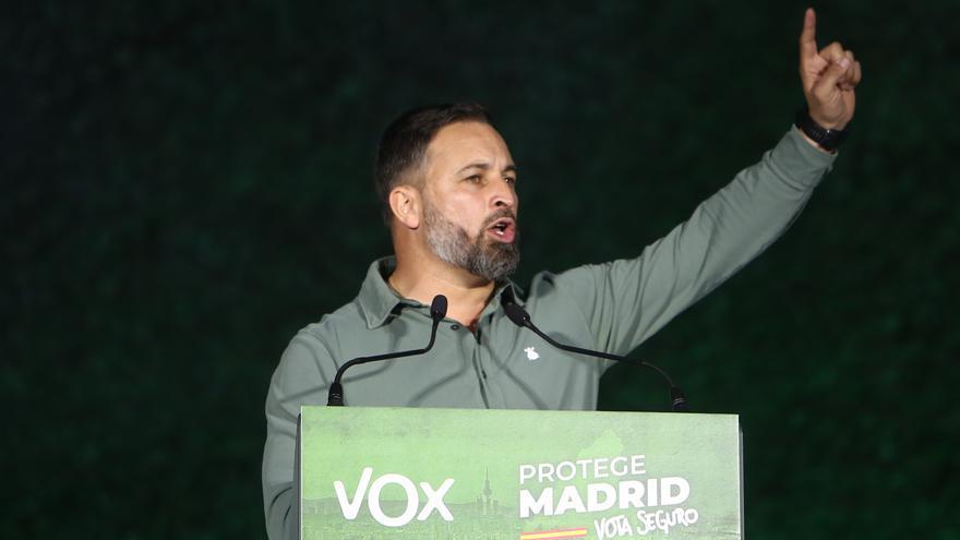 El líder de Vox, Santiago Abascal, en el acto de cierre de campaña en la plaza de Colón