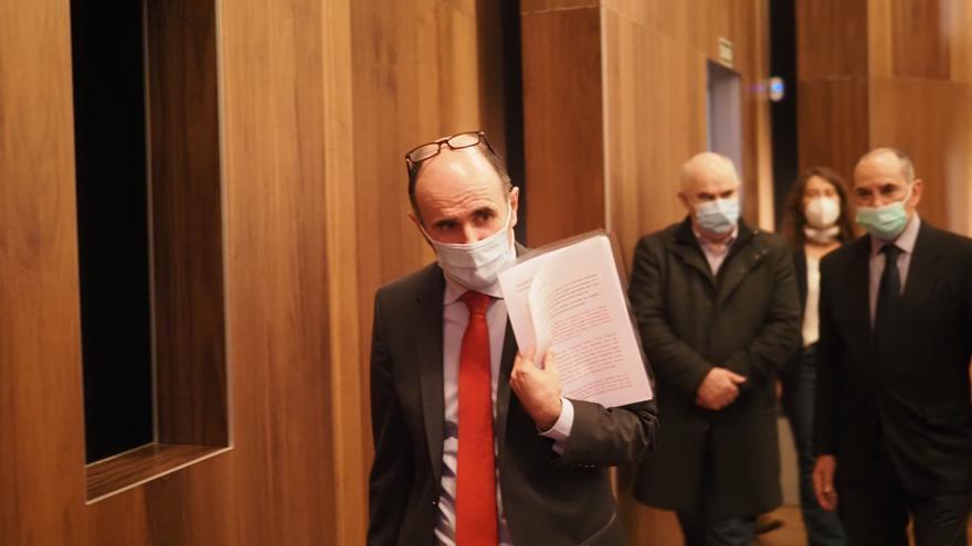 Manu Ayerdi, en la rueda de prensa en la que ha anunciado su dimisión como consejero de Desarrollo Económico y Empresarial del Gobierno de Navarra.