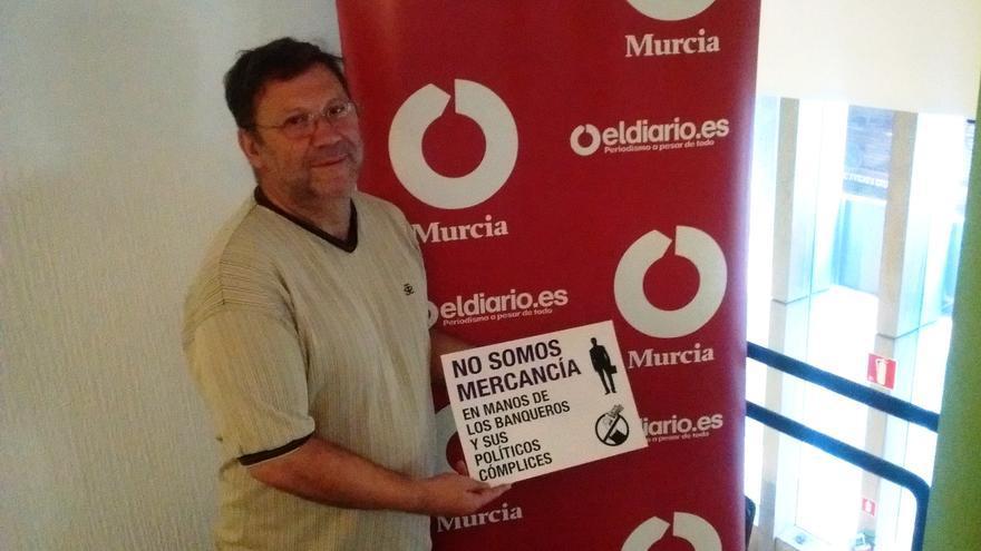 Joaquín Sánchez, 'el cura antidesahucios', en la redacción de eldiario.es Región de Murcia / PSS