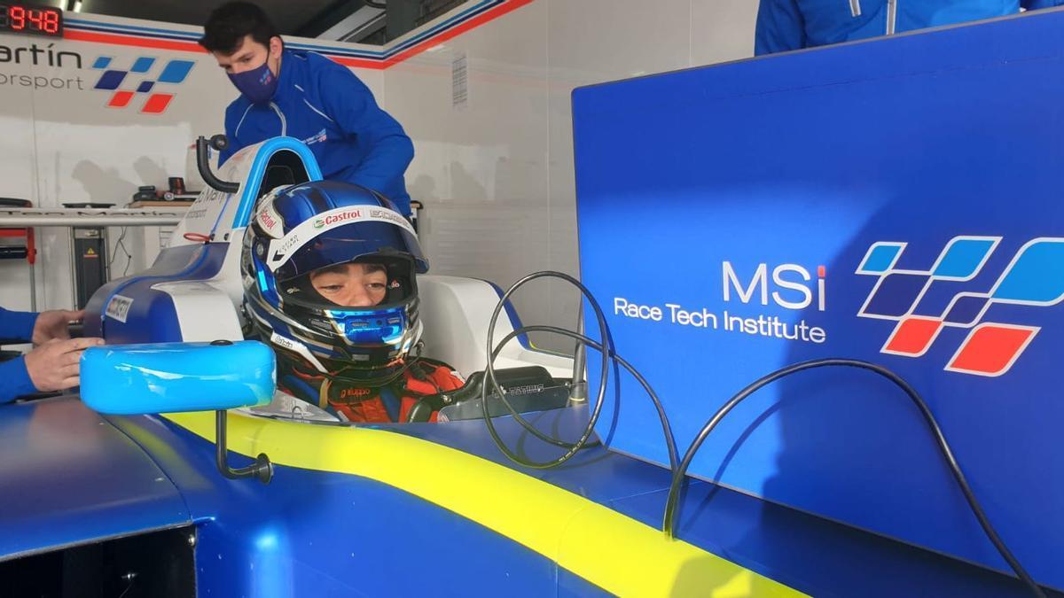 Santi Concepción Jr. realiza un test en el Circuito del Jarama a los mandos de un Fórmula 4.