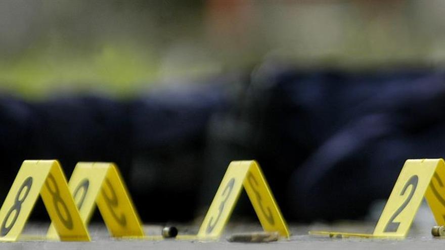 Un muerto y tres heridos tras un tiroteo en una sinagoga en California